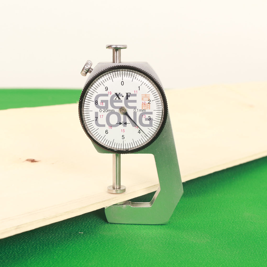 Mechanical thickness gauge, veneer thickness measuring tool