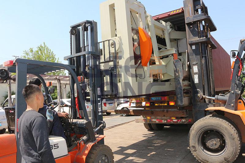 face veneer peeling machine, xiandai spindle peeling machine export to Indonesia